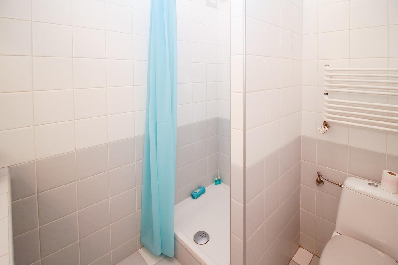 Co zamiast płytek pod prysznic?