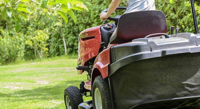 Kosiarka traktorek, podkaszarka czy kosiarka tradycyjna?