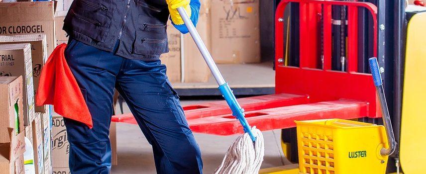 Mop z wiadrem – pomoże w utrzymaniu czystości